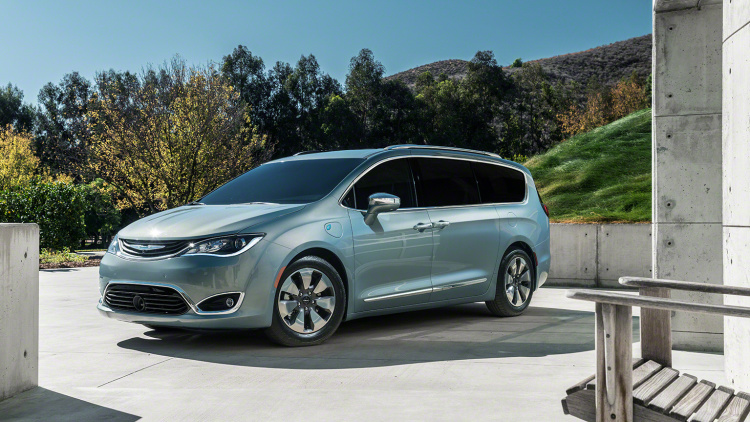 2017-Chrysler-Pacifica-hybrid