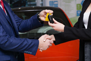 hand-holding-keys-drive-dodge-dealer-dick-huvaeres-richmond-chrysler-dodge-jeep-ram-richmond-mi