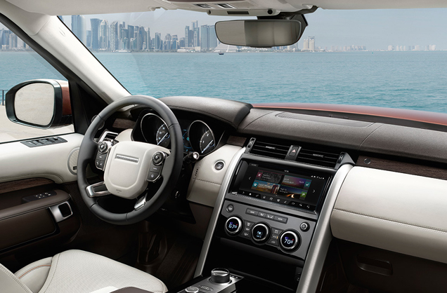 2017 Discovery Interior 1