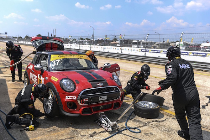 Watch The Mini Jcw Team Race At Sebring This Friday Schomp Mini