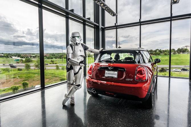 mini-stormtrooper-leaning